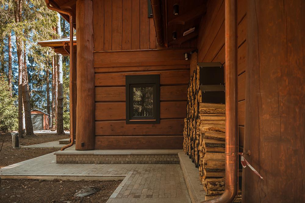 Дом для отдыха и баня «Сиговец» среди лесного пейзажа, Россия, Подмосковье