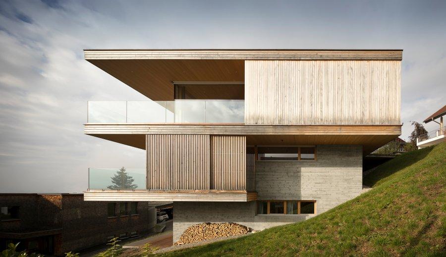 Семейный дом в корейском стиле на склоне холма
