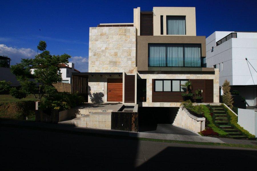 Современный жилой дом в Мехико