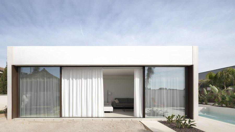 Средиземноморский модульный дом с минималистскими линиями