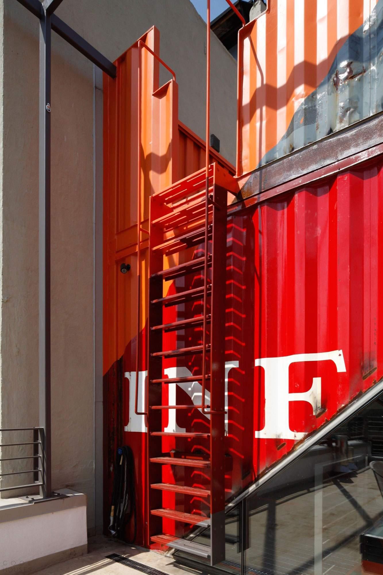 Колоритный дом из контейнеров в США