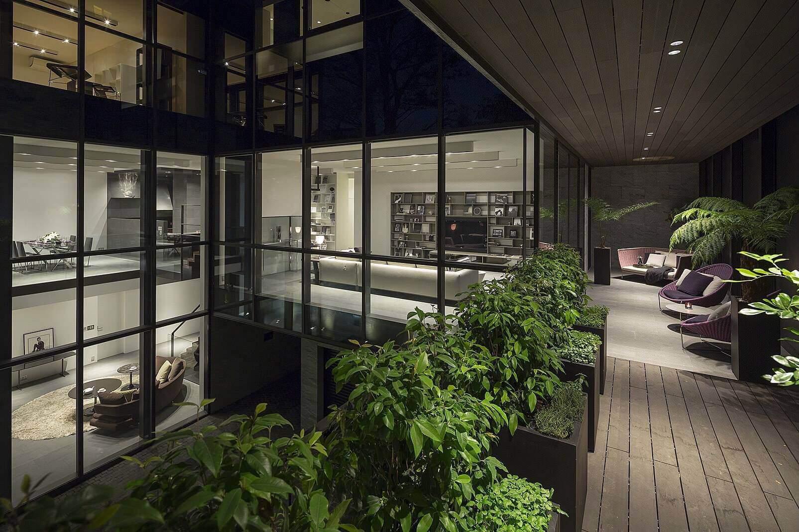 Современная резиденция с модным интерьером в Японии