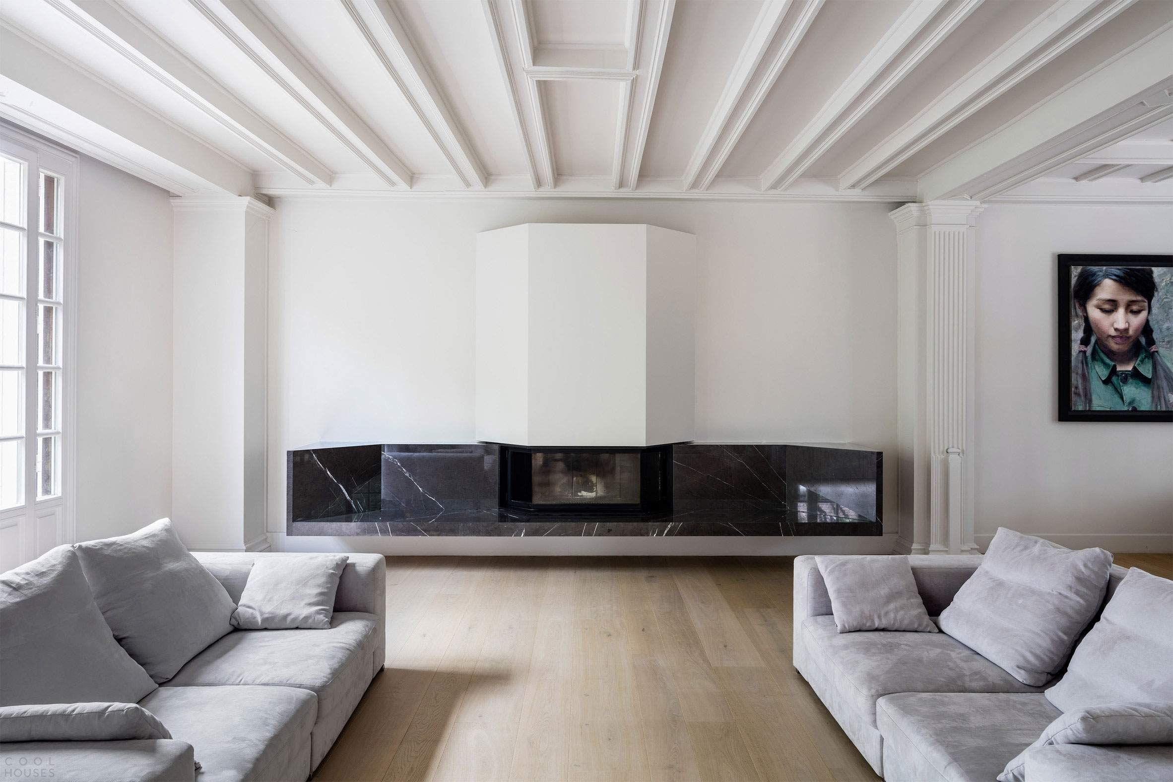 Старинный особняк с современным интерьером во Франции