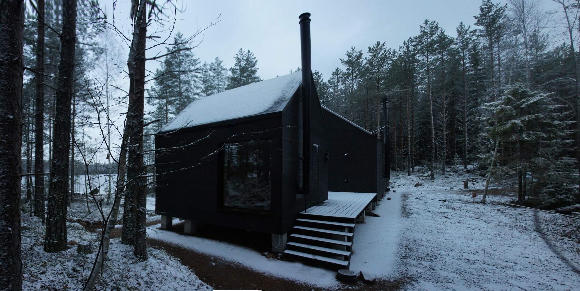 Небольшой коттедж на берегу озера в Финляндии
