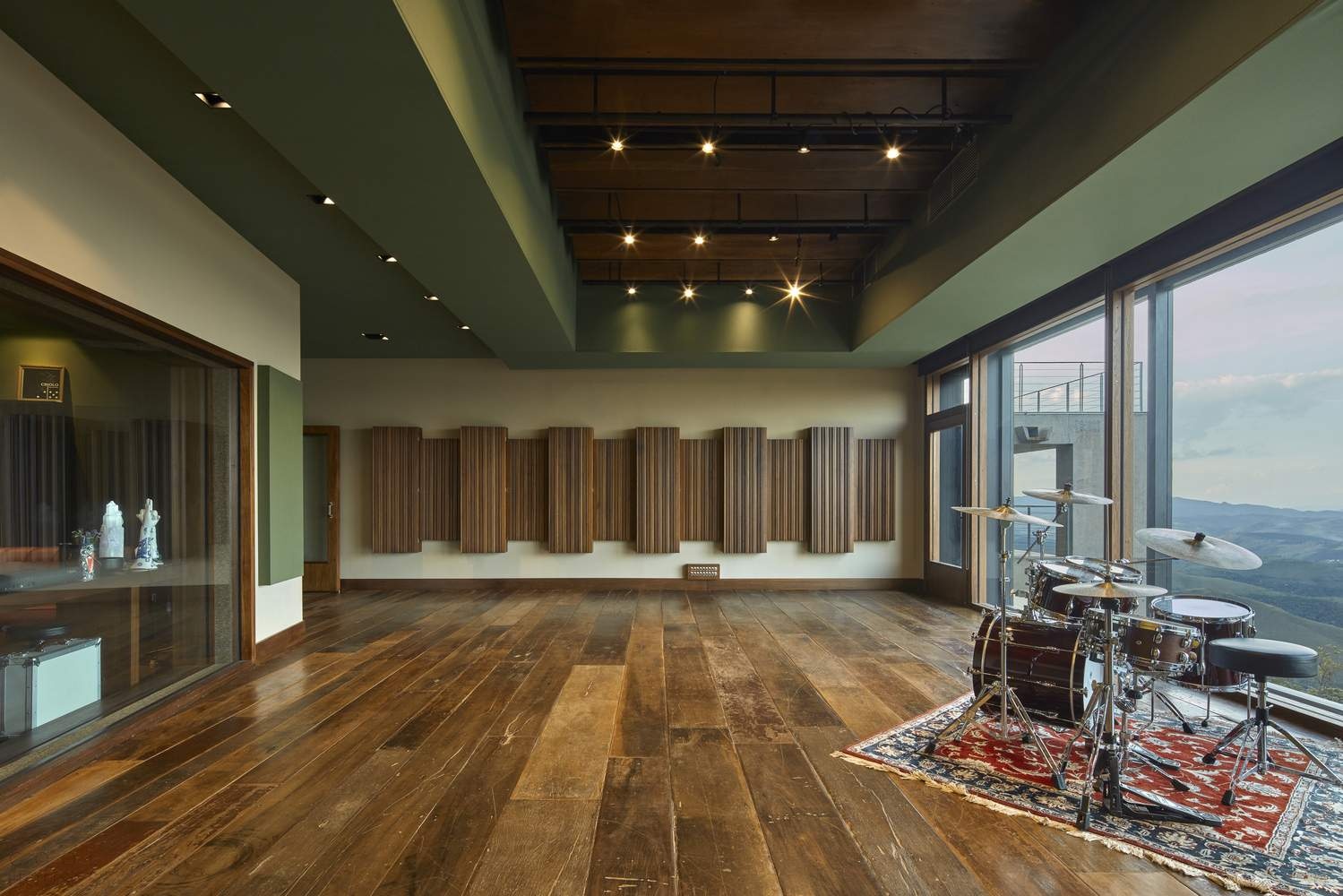 Современная музыкальная студия Sonastеrio, Бразилия