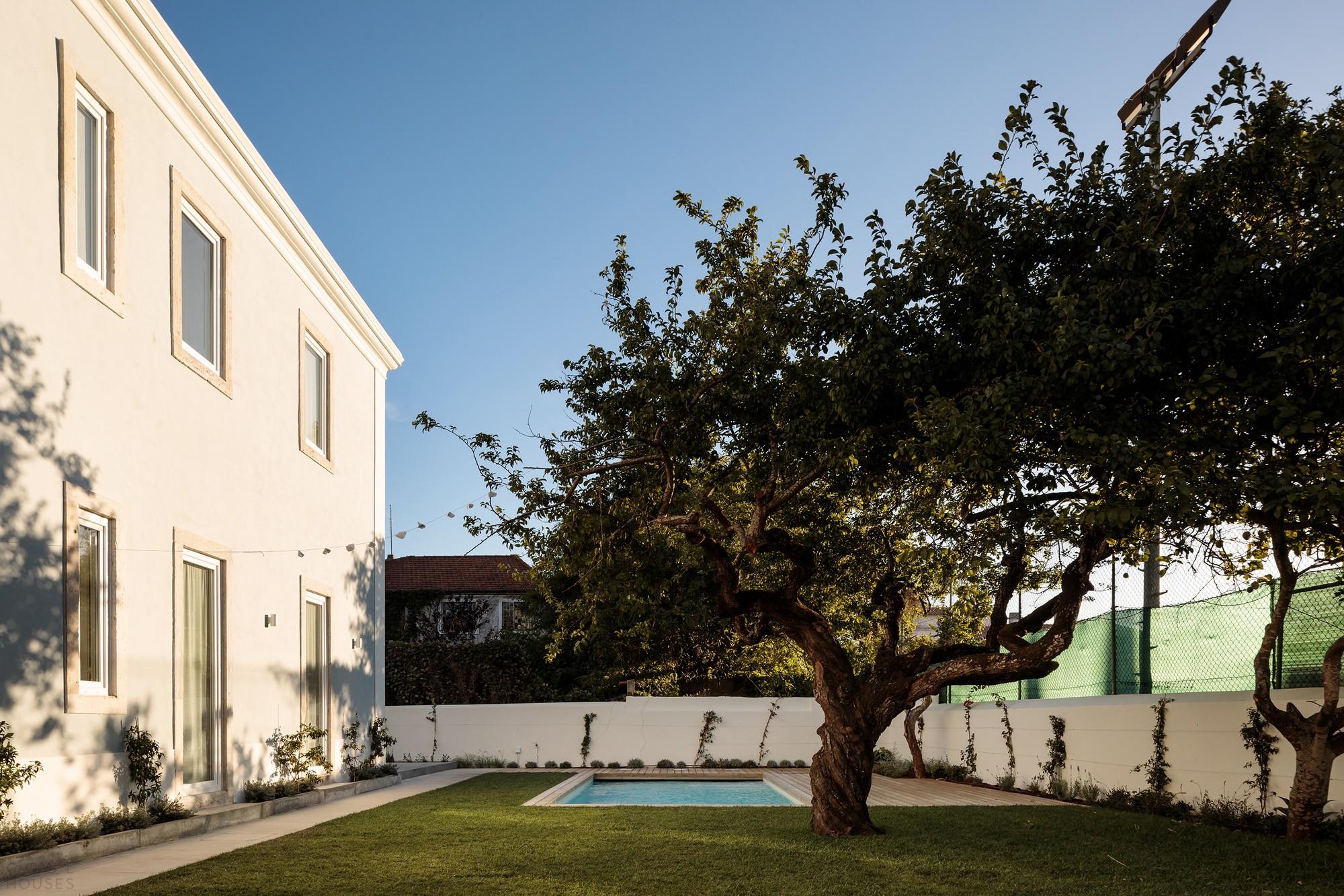 Преобразование старинного дома в семейный особняк с выразительным дизайном