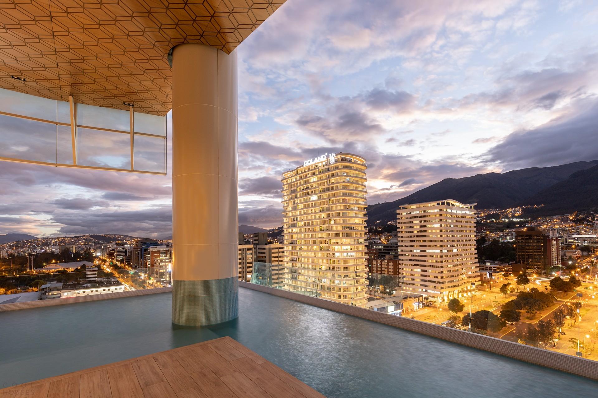 Уникальный небоскреб с изогнутым стеклянным фасадом, Эквадор