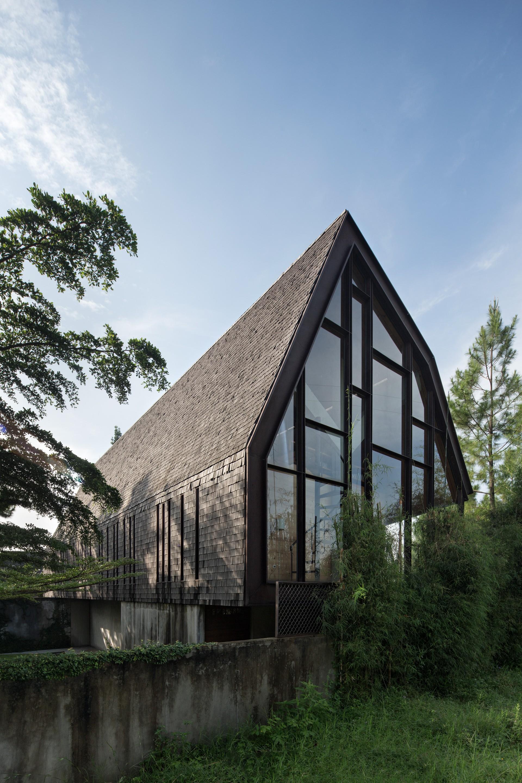 Вилла выходного дня с оригинальной мансардной крышей, Индонезия