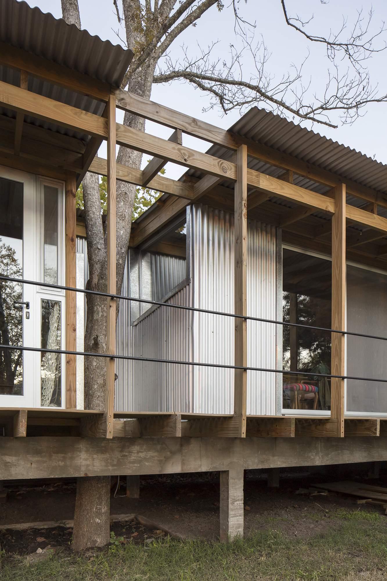 Дачный дом на сваях в стиле хижины, Аргентина