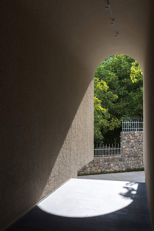 Вилла с простым экстерьером и роскошными внутренними пространствами, Иран