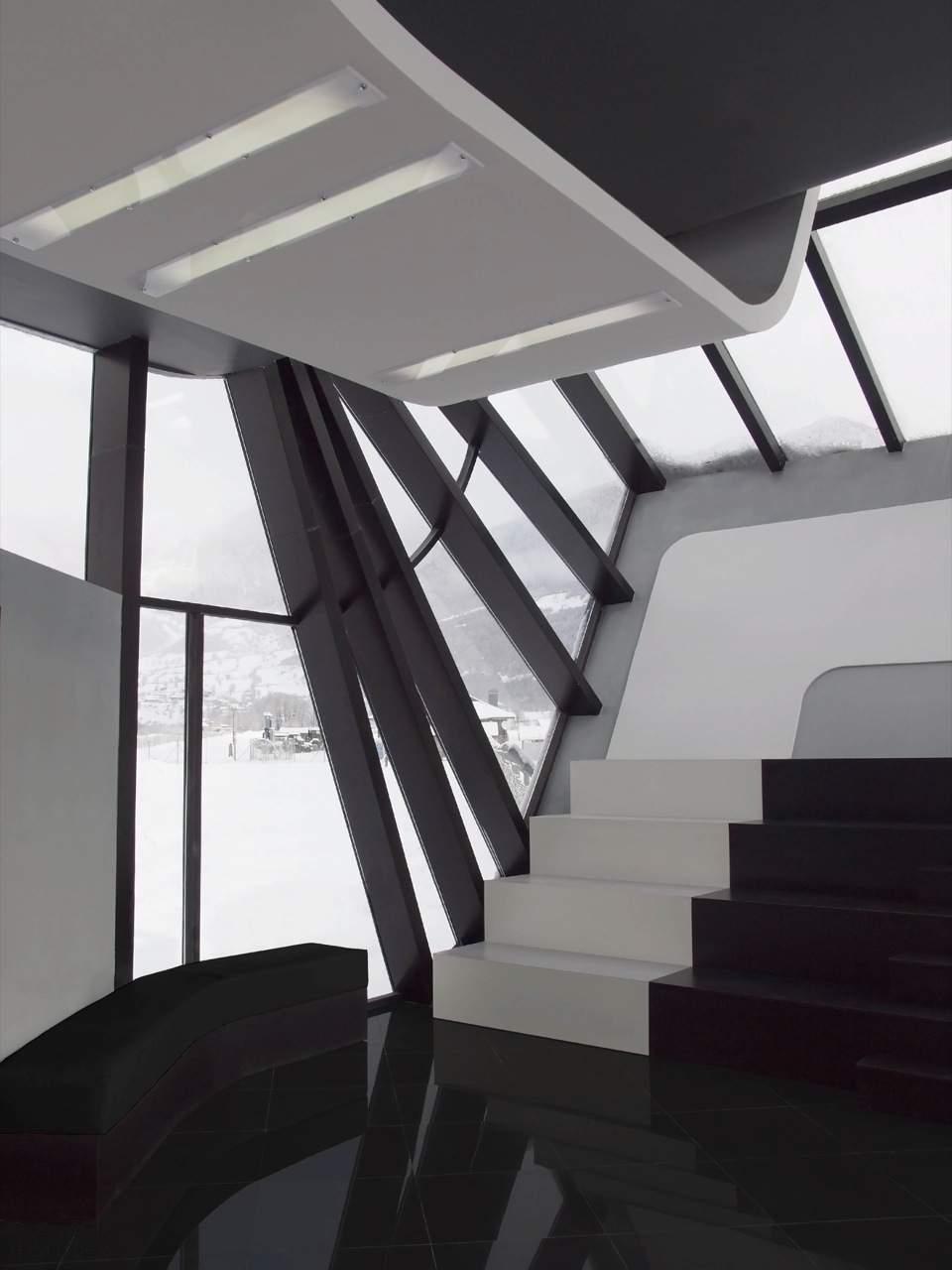 Аэропорт в стиле хай-тек в горах Грузии