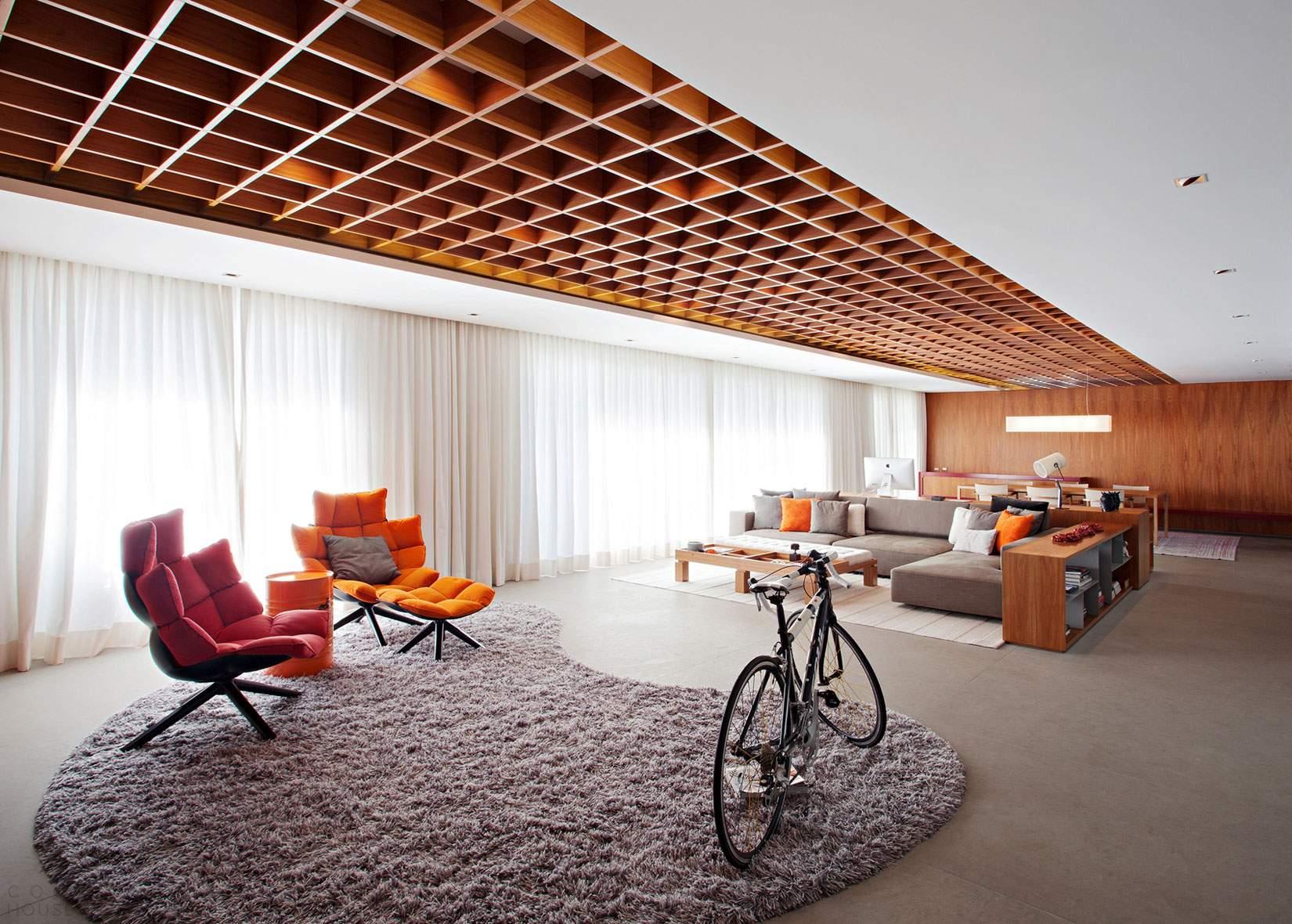 Оригинальная квартира с потолком-решеткой в Бразилии