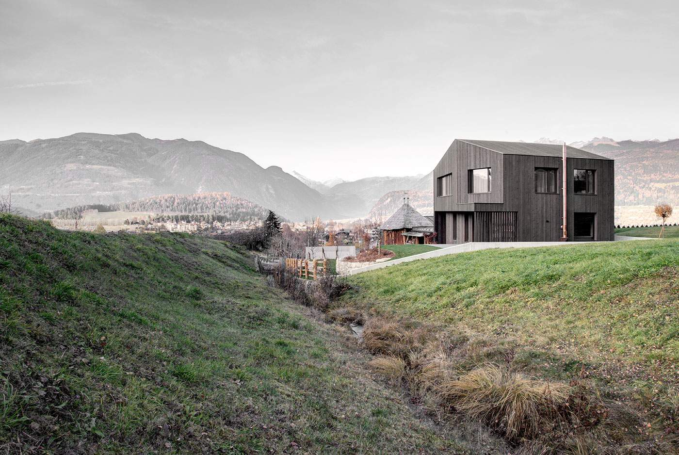 Современный загородный дом в горах Италии