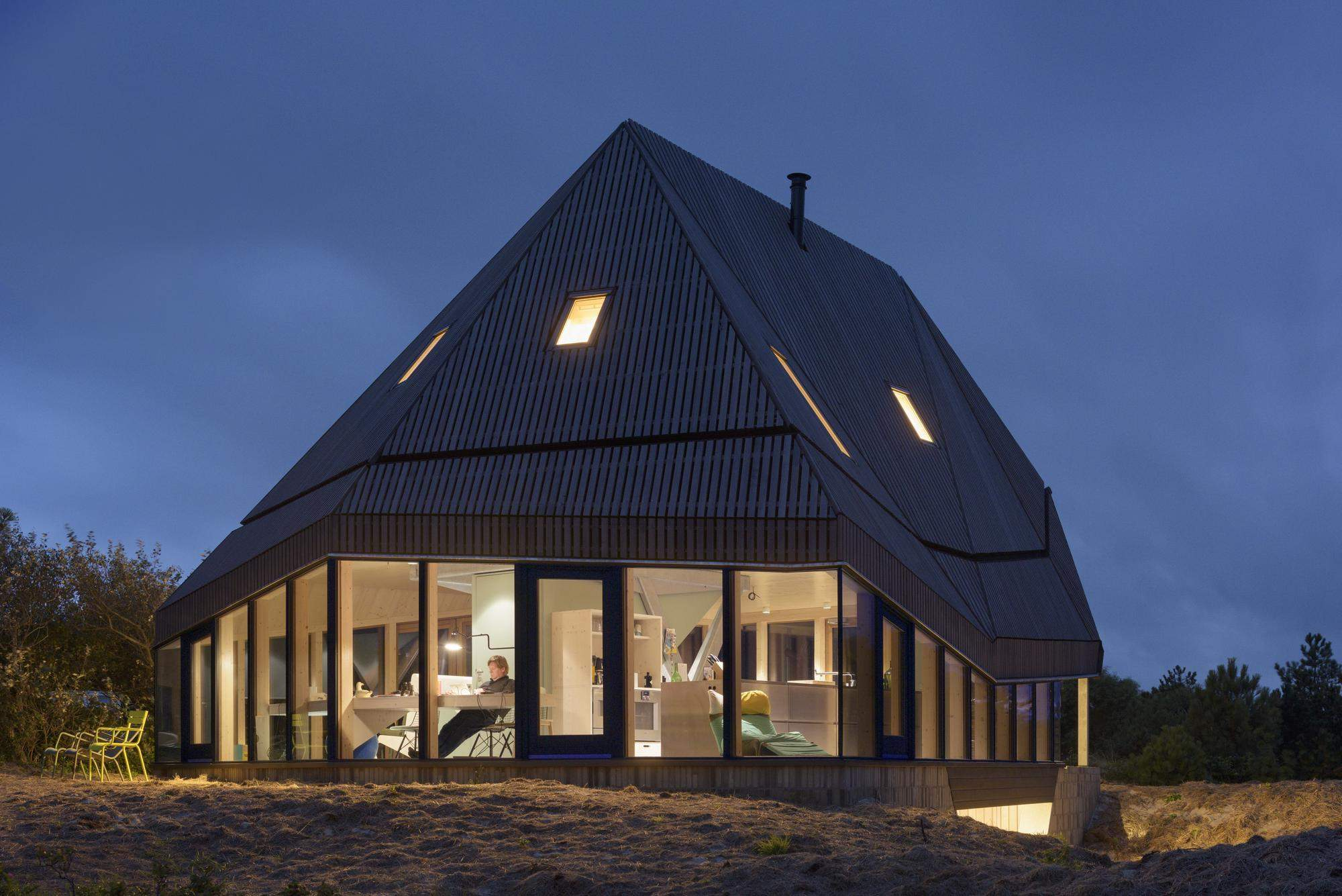 Летняя резиденция среди дюн в Нидерландах