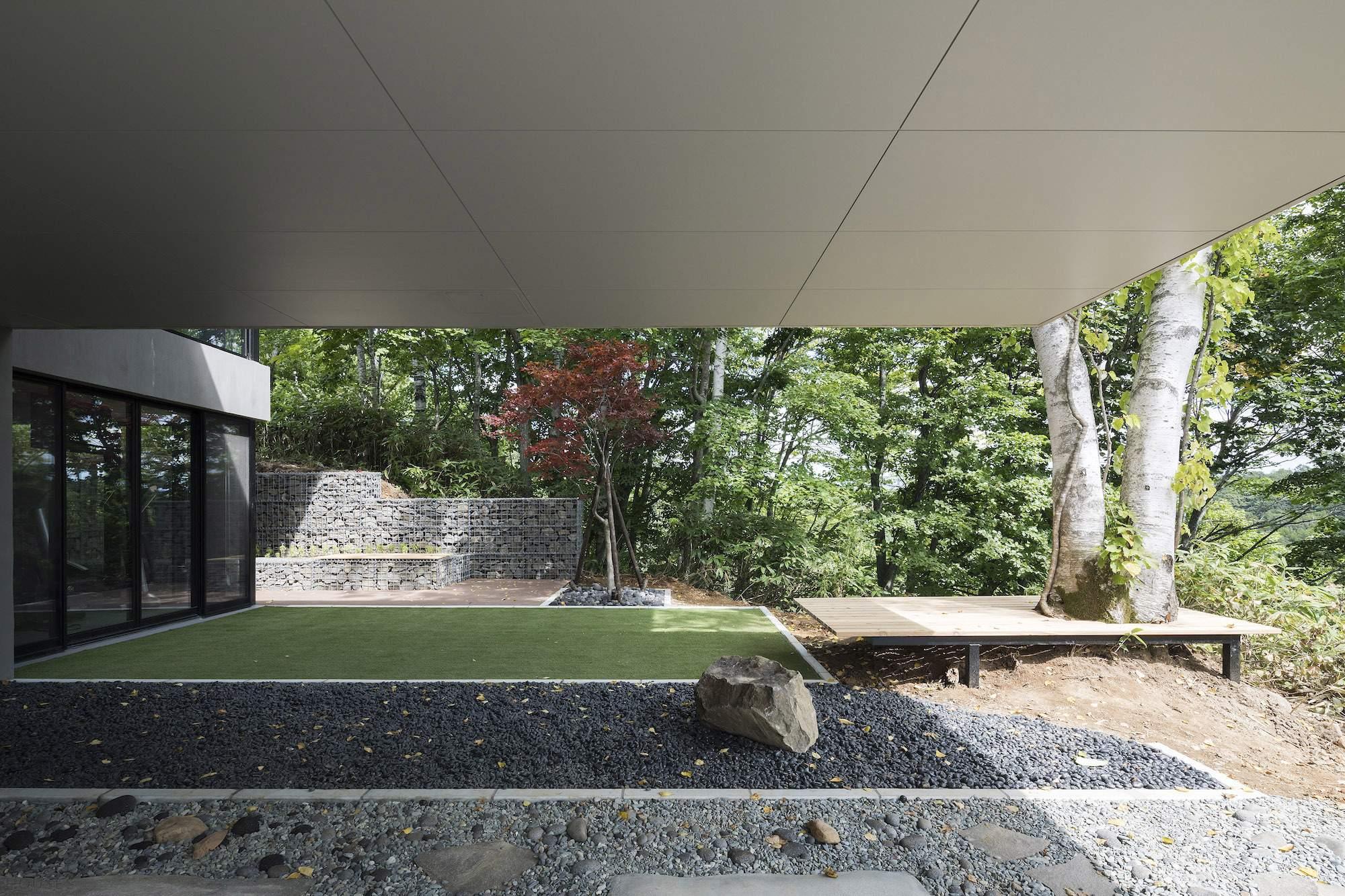 Вилла с минималистическим дизайном в Японии