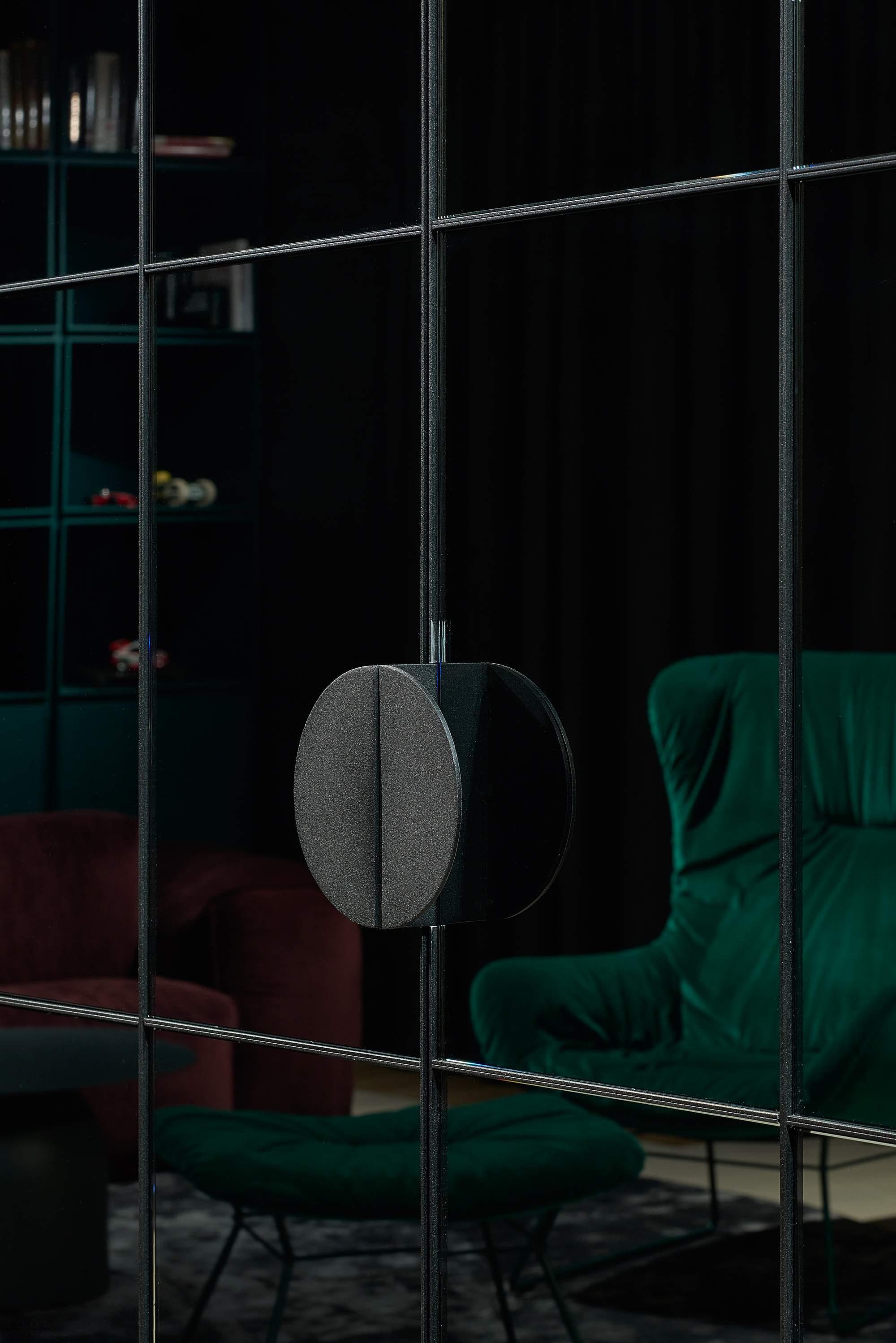 Экстравагантная «Квартира в черном» от HEIMA architects, Литва