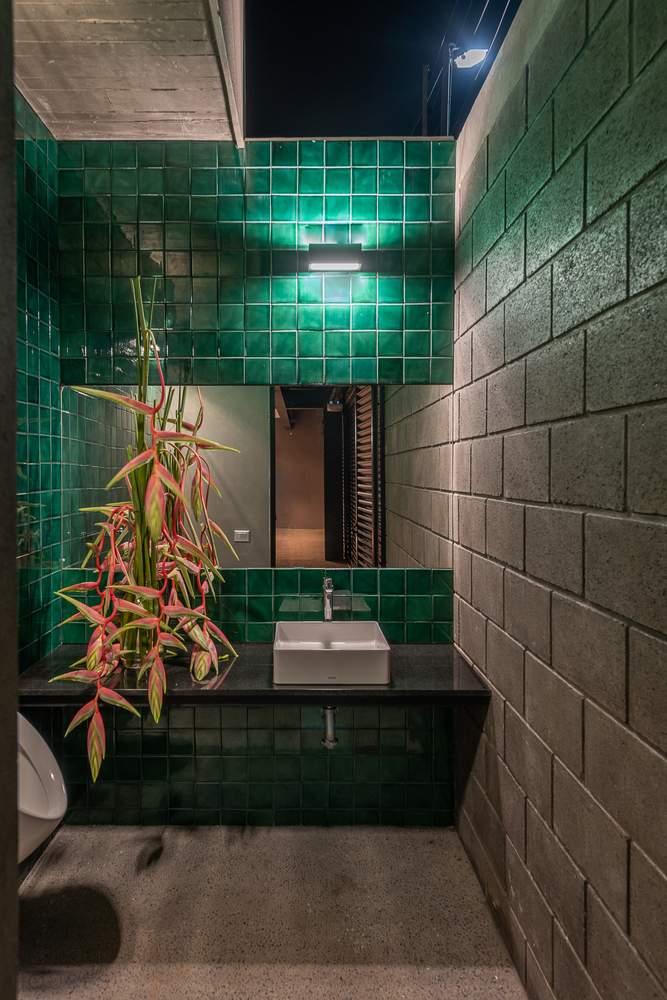 Дом с пассивным дизайном в тропическом лесу, Мексика