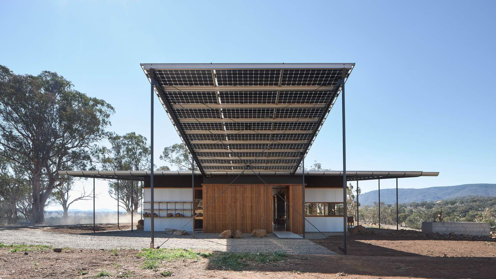 Энергосберегающий фермерский дом в виде перевернутой шляпы Акубры, Австралия