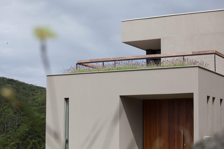 Компактный семейный дом на холме, Бразилия