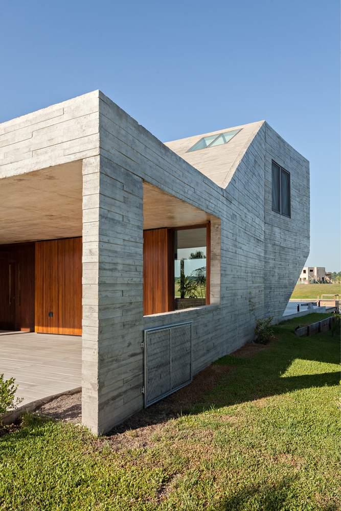 Семейный дом N на берегу Параны, Бразилия