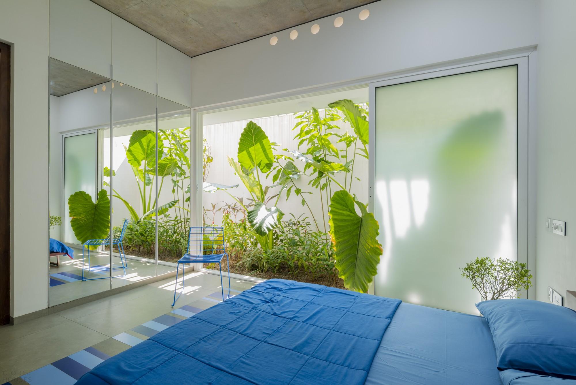 «Дом, излучающий свет» с биофильным дизайном