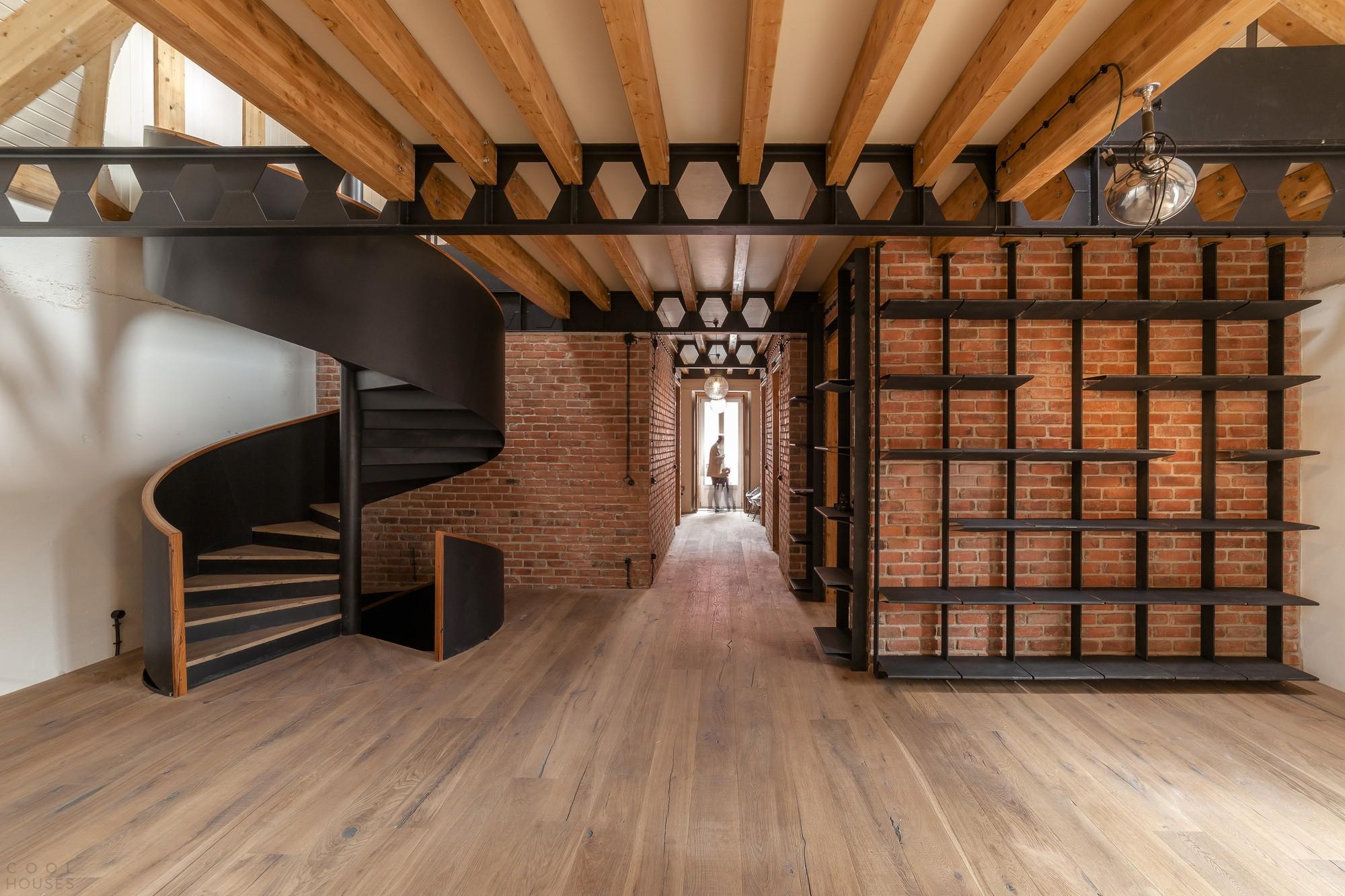 Реконструкция старинного здания в современные промышленные апартаменты