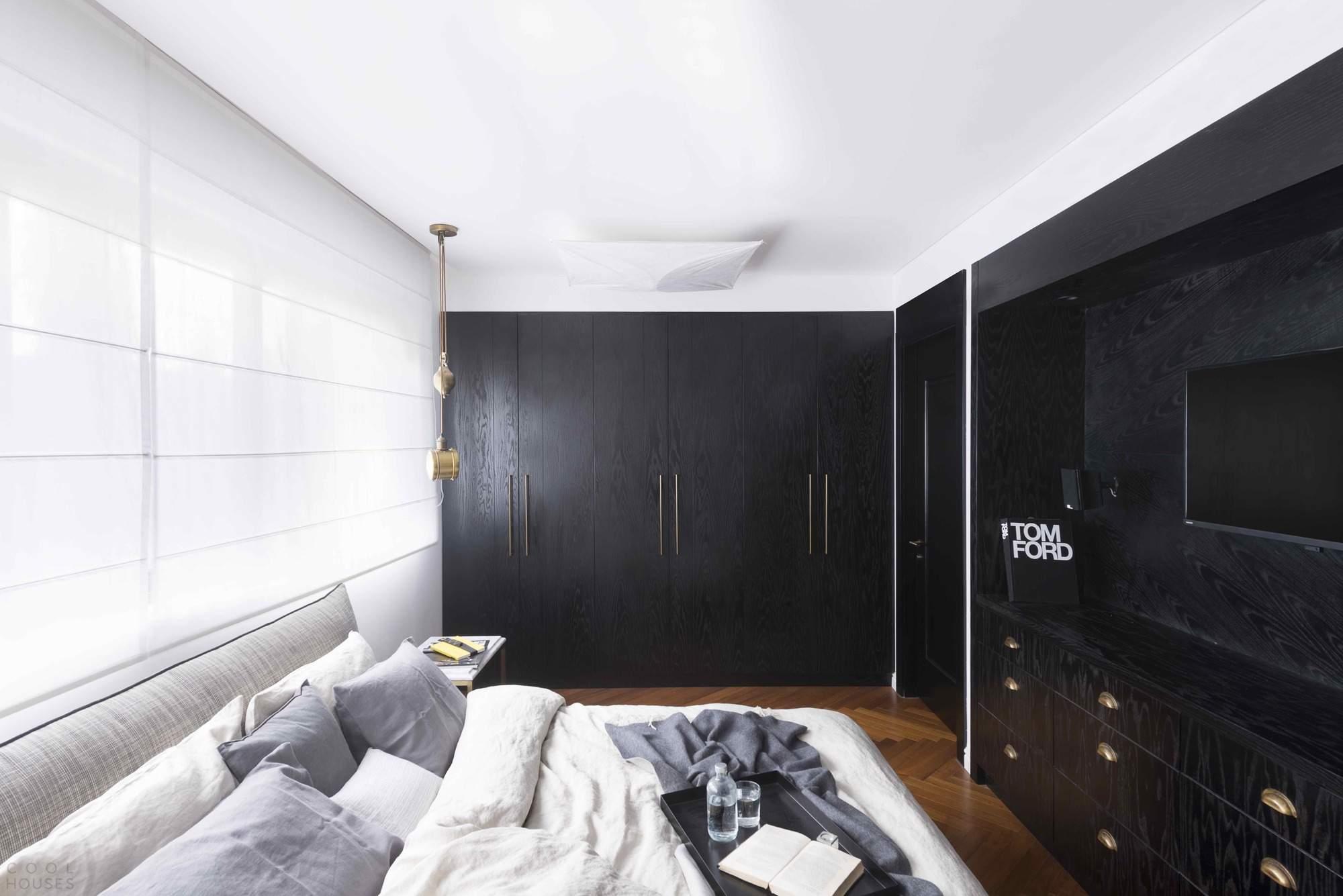 Квартира с черно-белым интерьером в Израиле