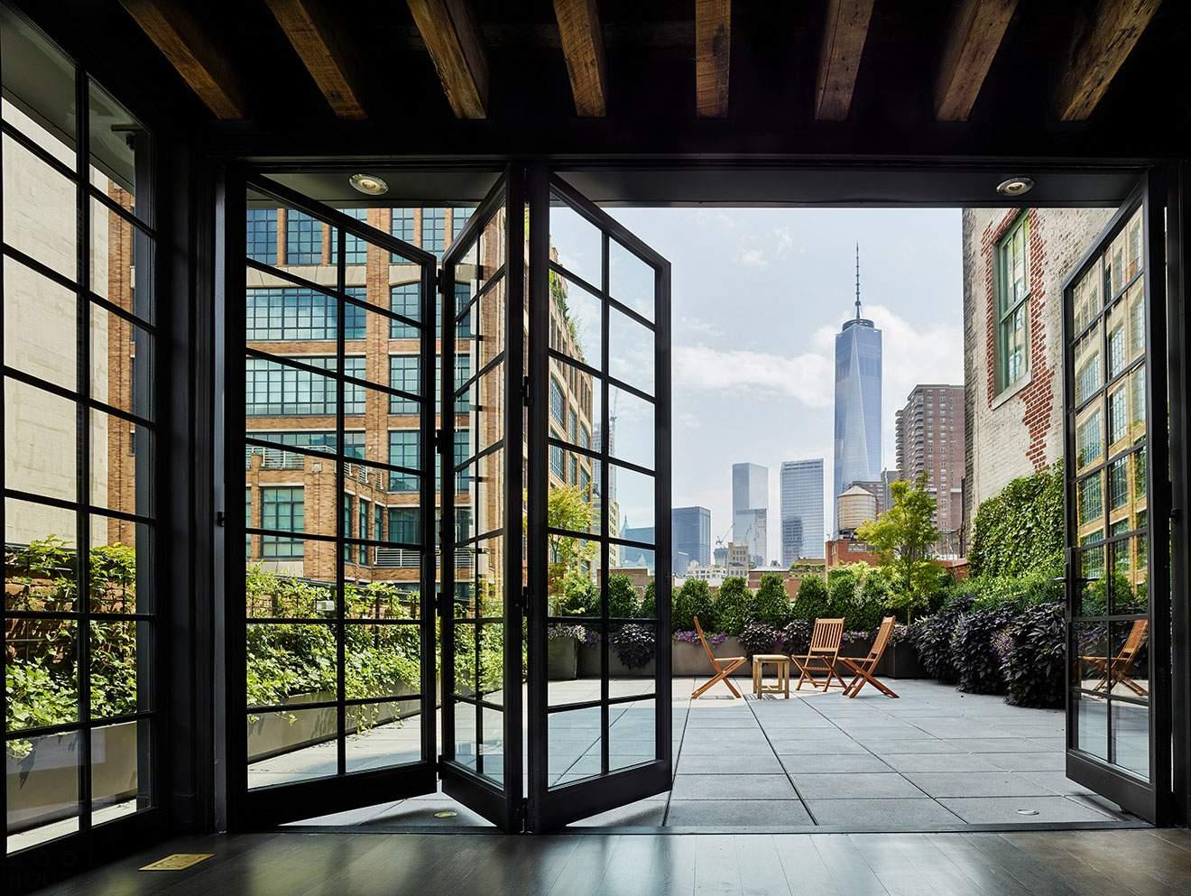 Лофт с видом на Нью-Йорк