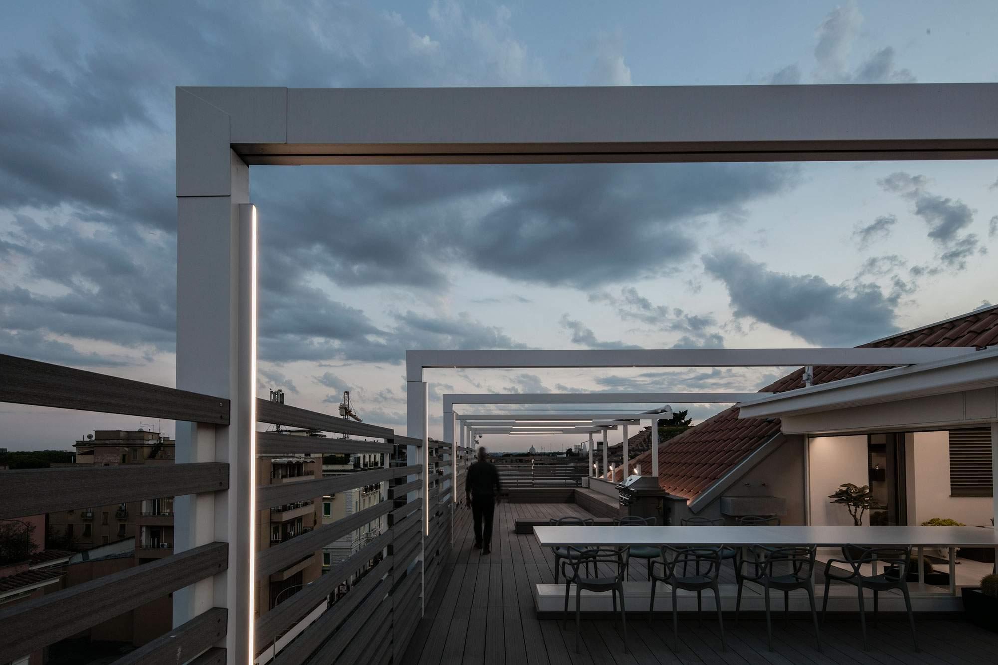 Пентхаус с эклектичным интерьером и огромной террасой в Италии