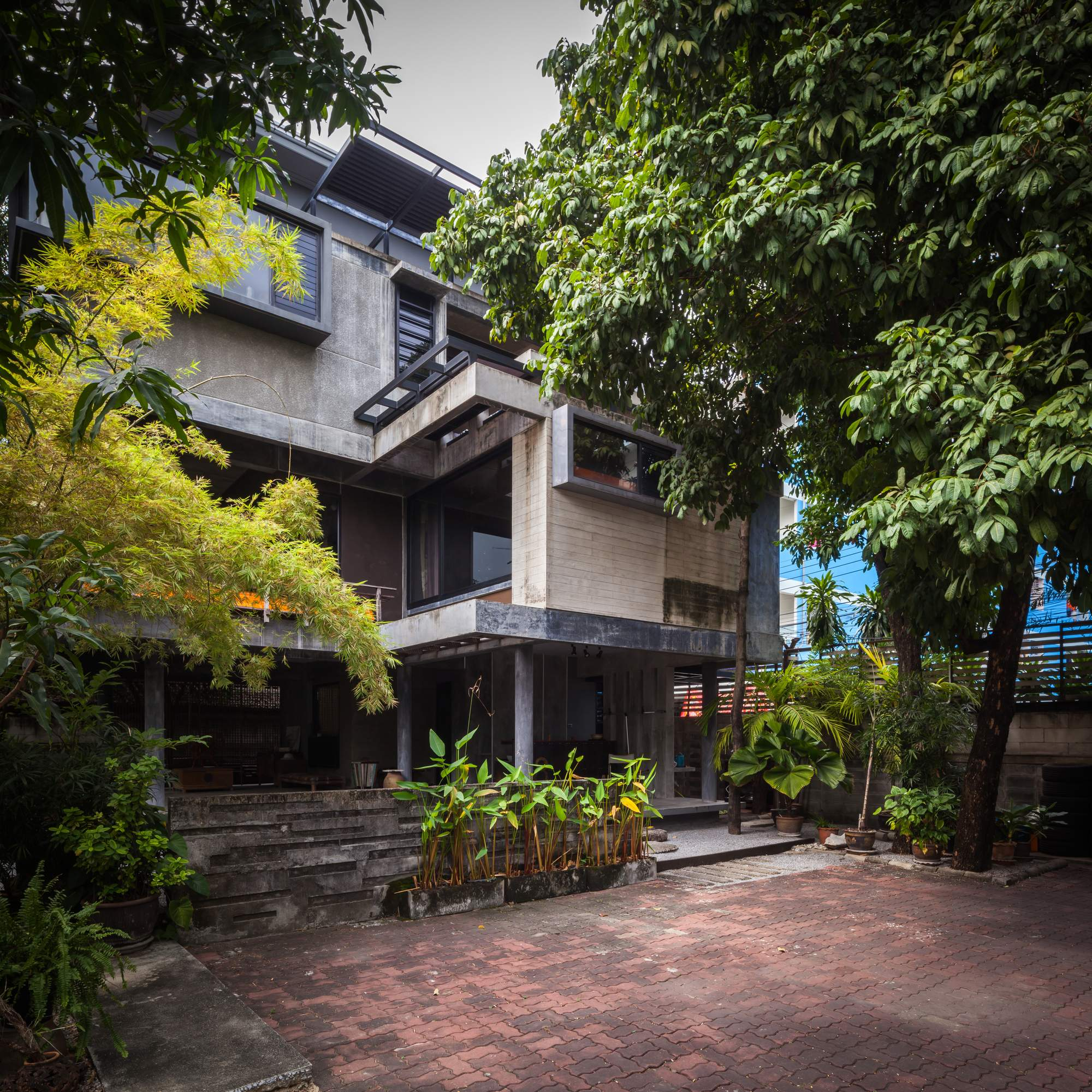 Большой трехэтажный дом в стиле лофт в Бангкоке, Таиланд
