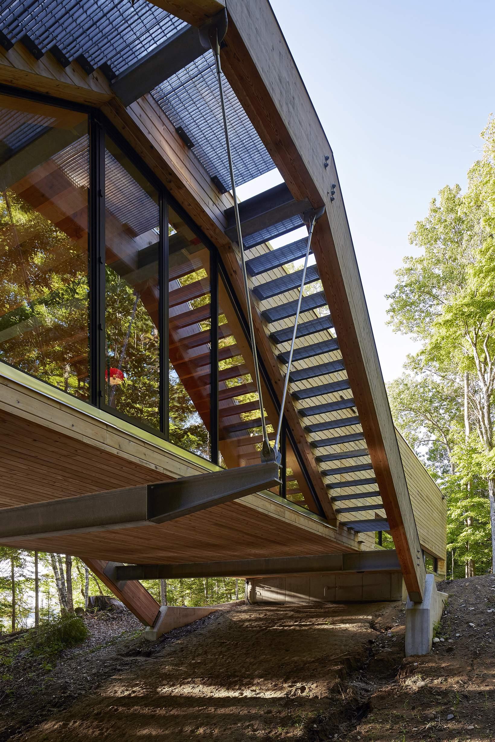 Уникальный дом-мост в Канаде