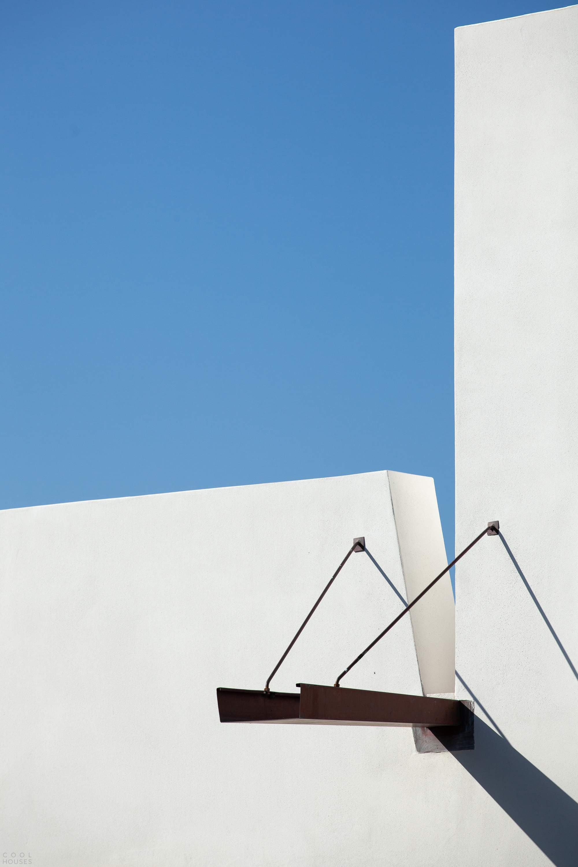 Многоуровневый белый дом в стиле модерн, Португалия