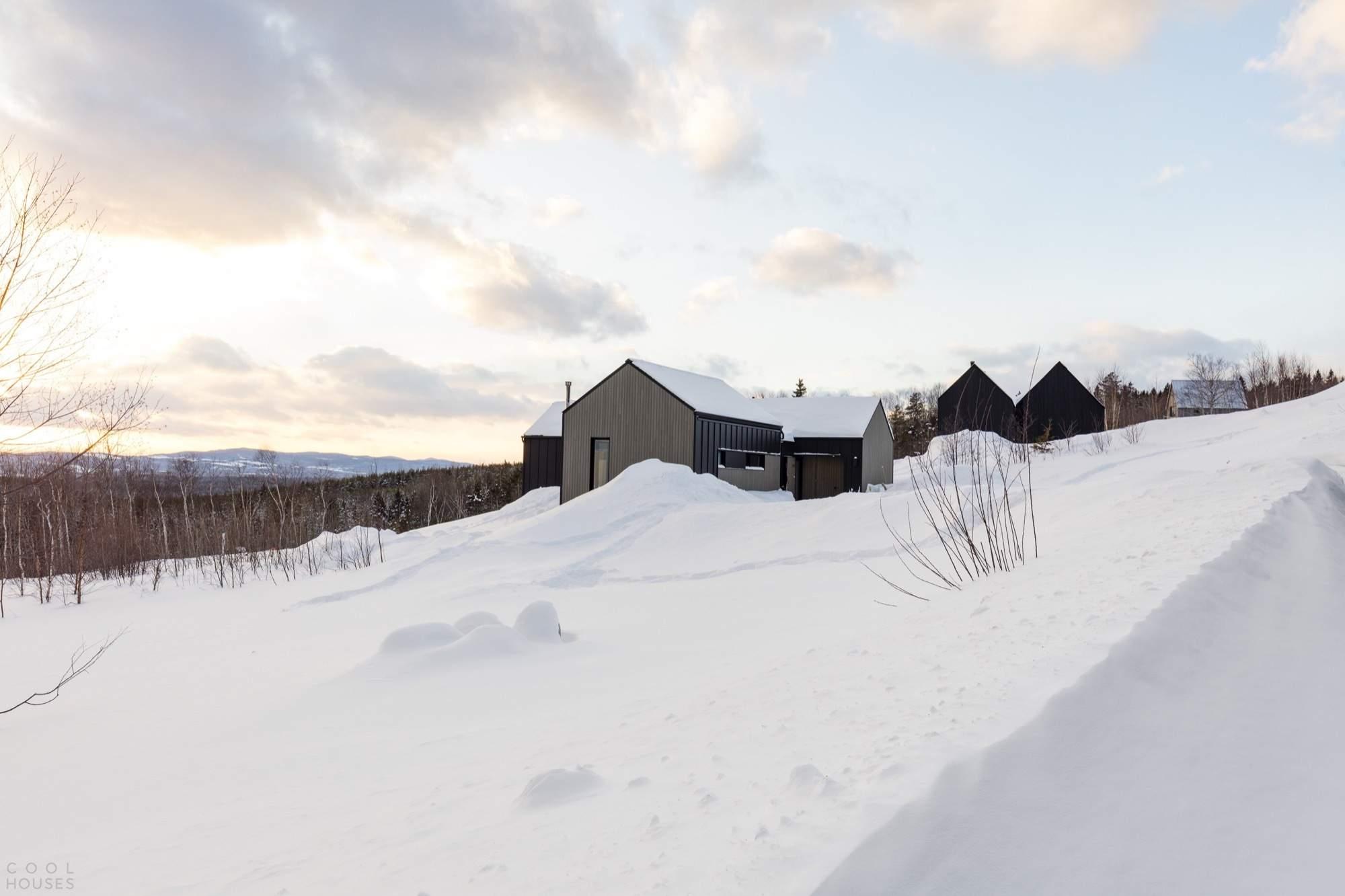 Шале с современным деревенским дизайном, Канада