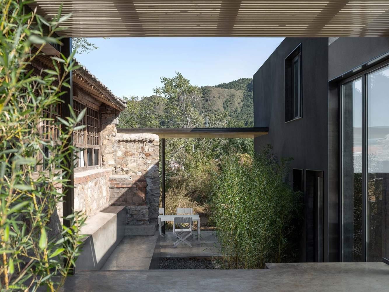 «Дом под деревом» с уникальным внутренним двором, Китай