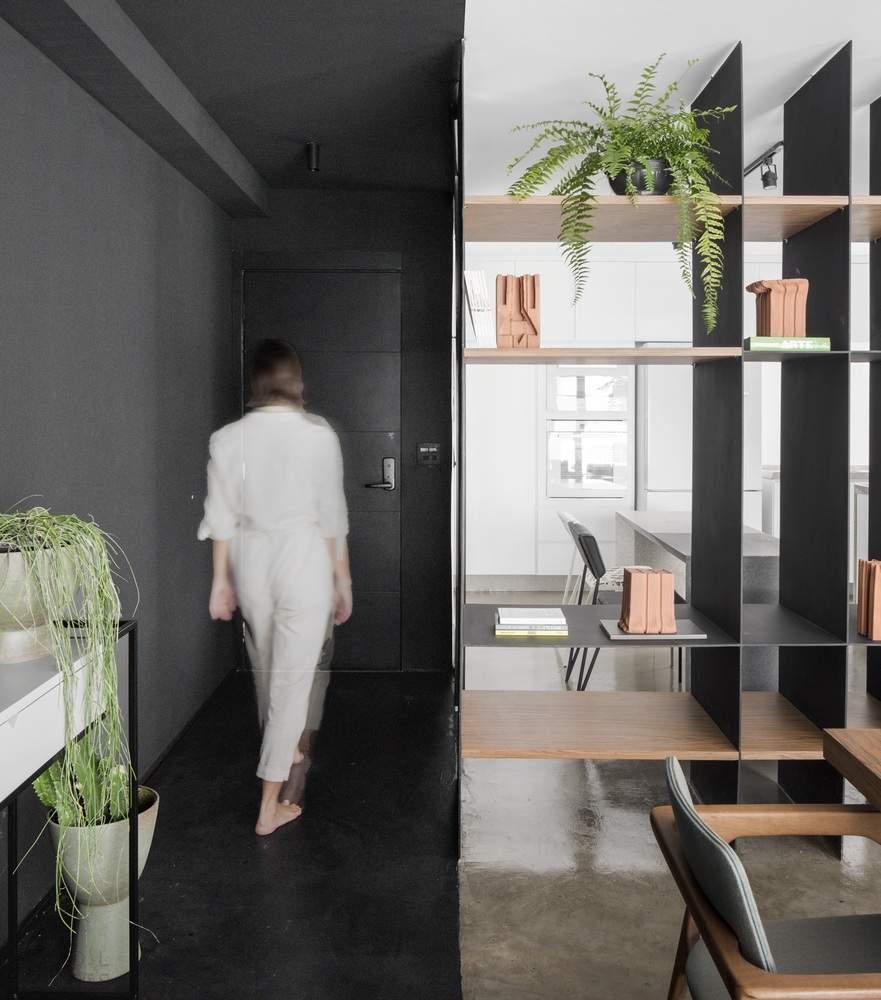 Минималистичная квартира с черно-белым пространством, Бразилия