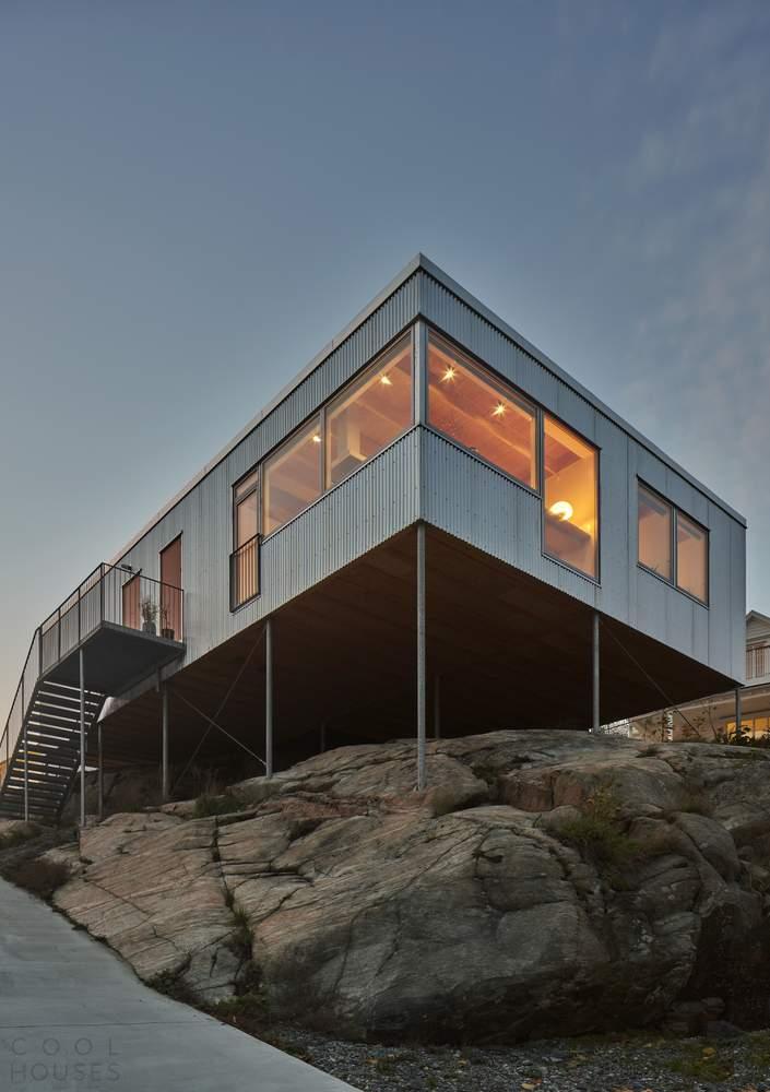 Минималистичная семейная вилла, плавающую над скалами, Швеция