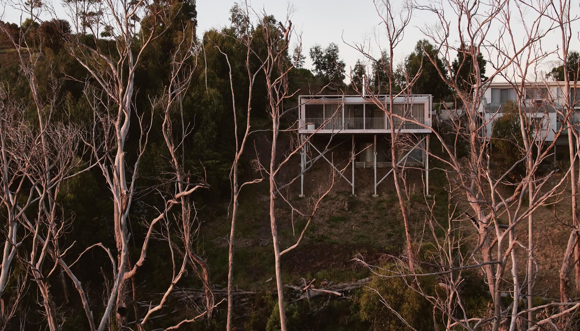 Минималистичный дом, сочетающий брутальность и эстетическую чувственность