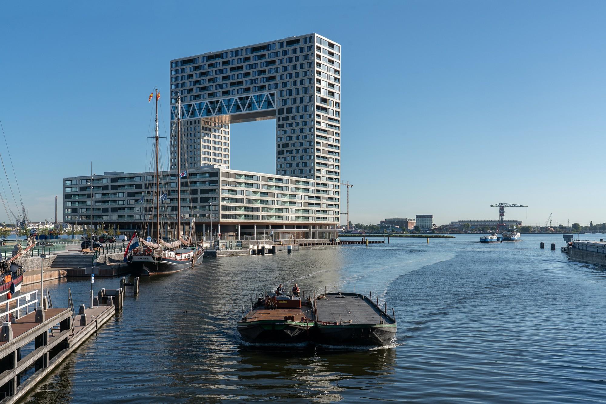 Жилая башня «Паромный причал» - «Золотые ворота» Амстердама