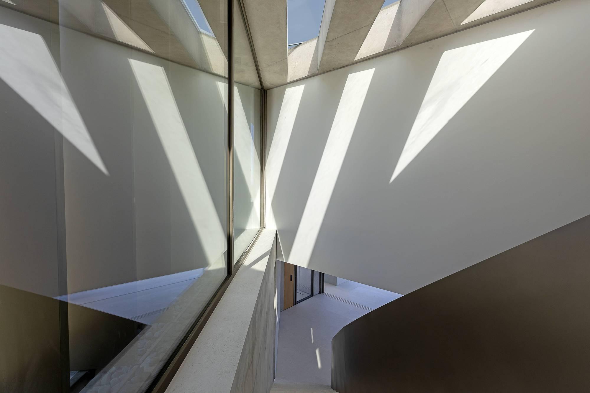 Минималистичный бетонный дом со стильной геометрией
