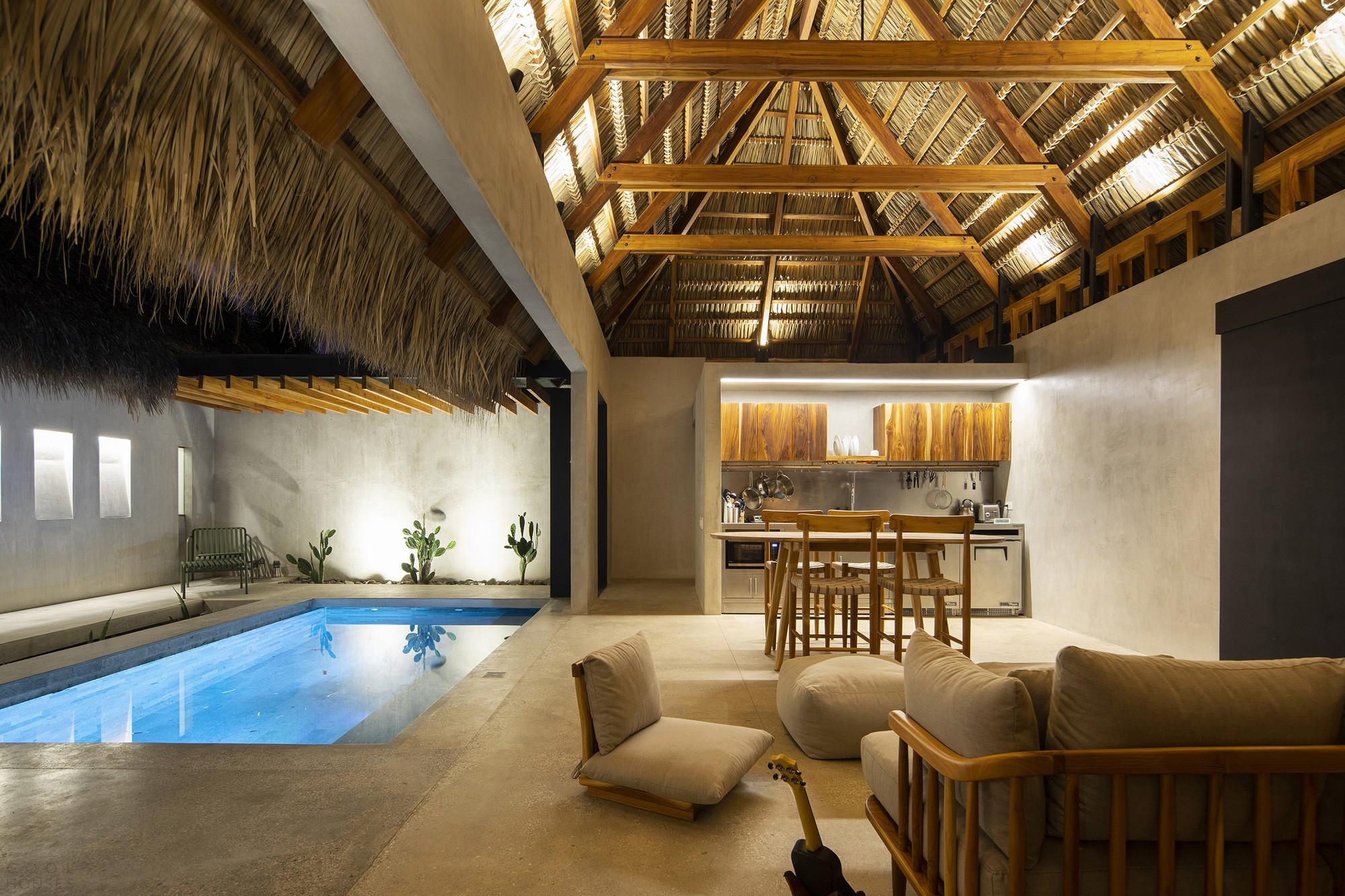 Чайный домик с элементами японской стилистики на берегу океана