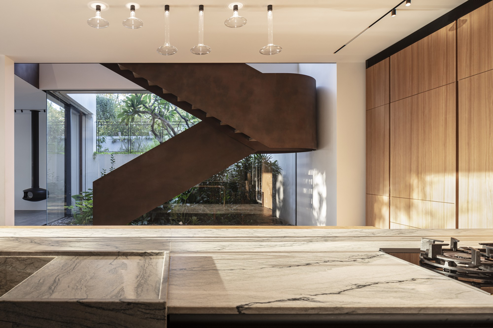 Радушный семейный дом с непрерывным диалогом между интерьером и экстерьером