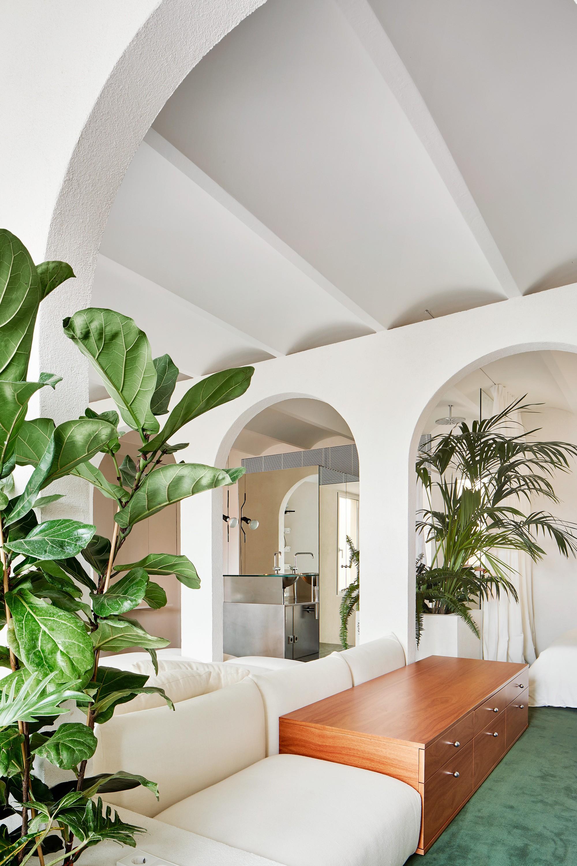 Сюрреалистичный пентхаус с элегантными арочными пространствами