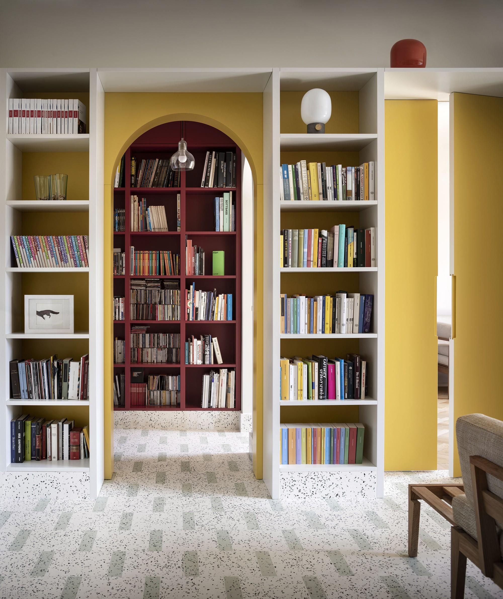Интерьер для любителей книг, идеально сочетающий функциональность и эстетику