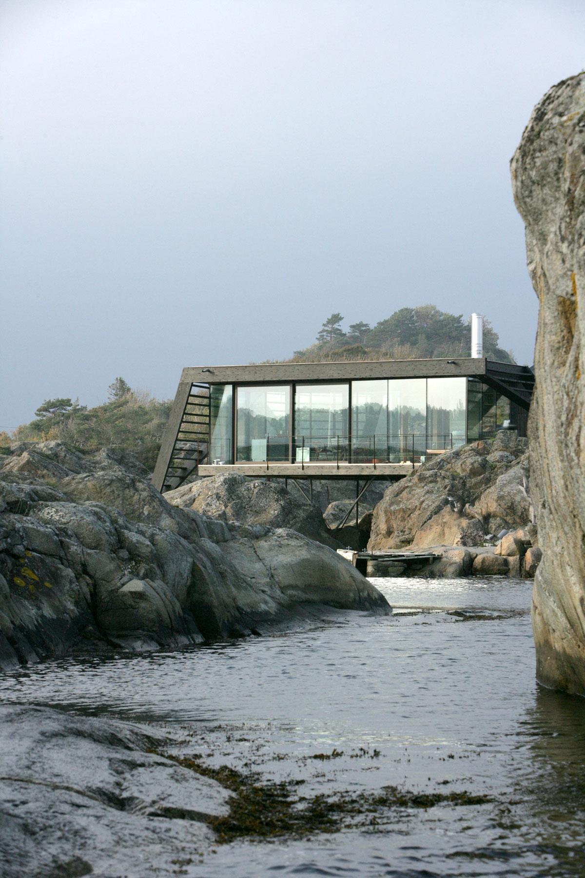 Летний семейный дом на скалистом норвежском острове