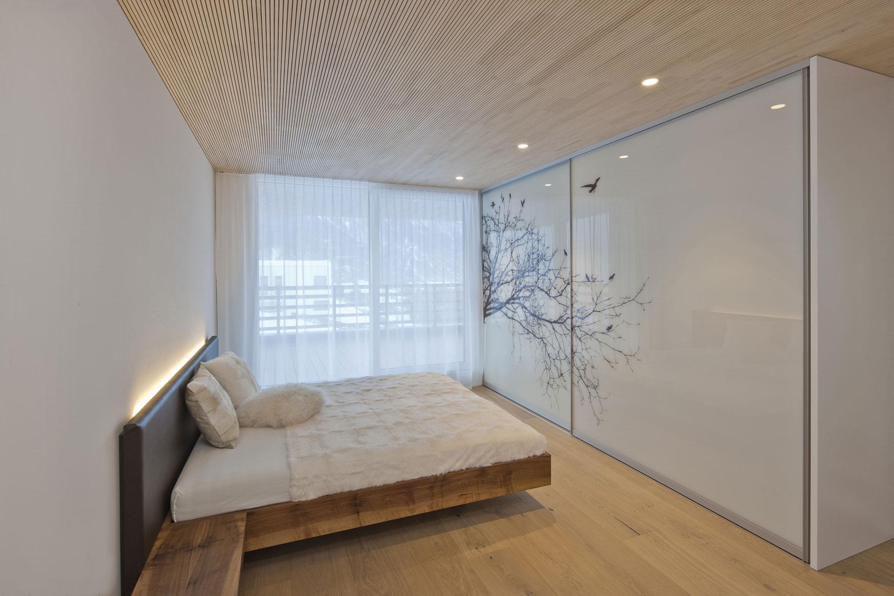 Уютный современный дом в стиле минимализма в горах Швейцарии