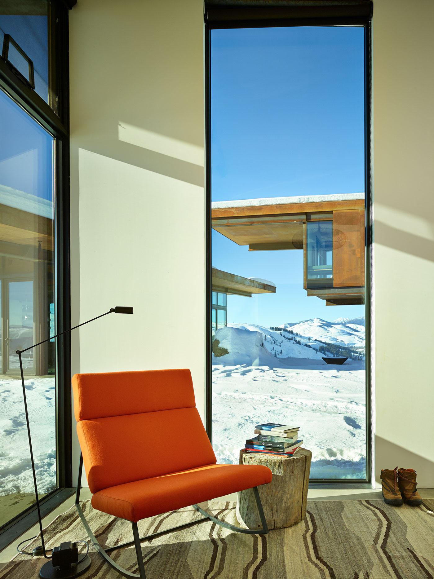 Загородный дом в живописной долине на северо-западе США