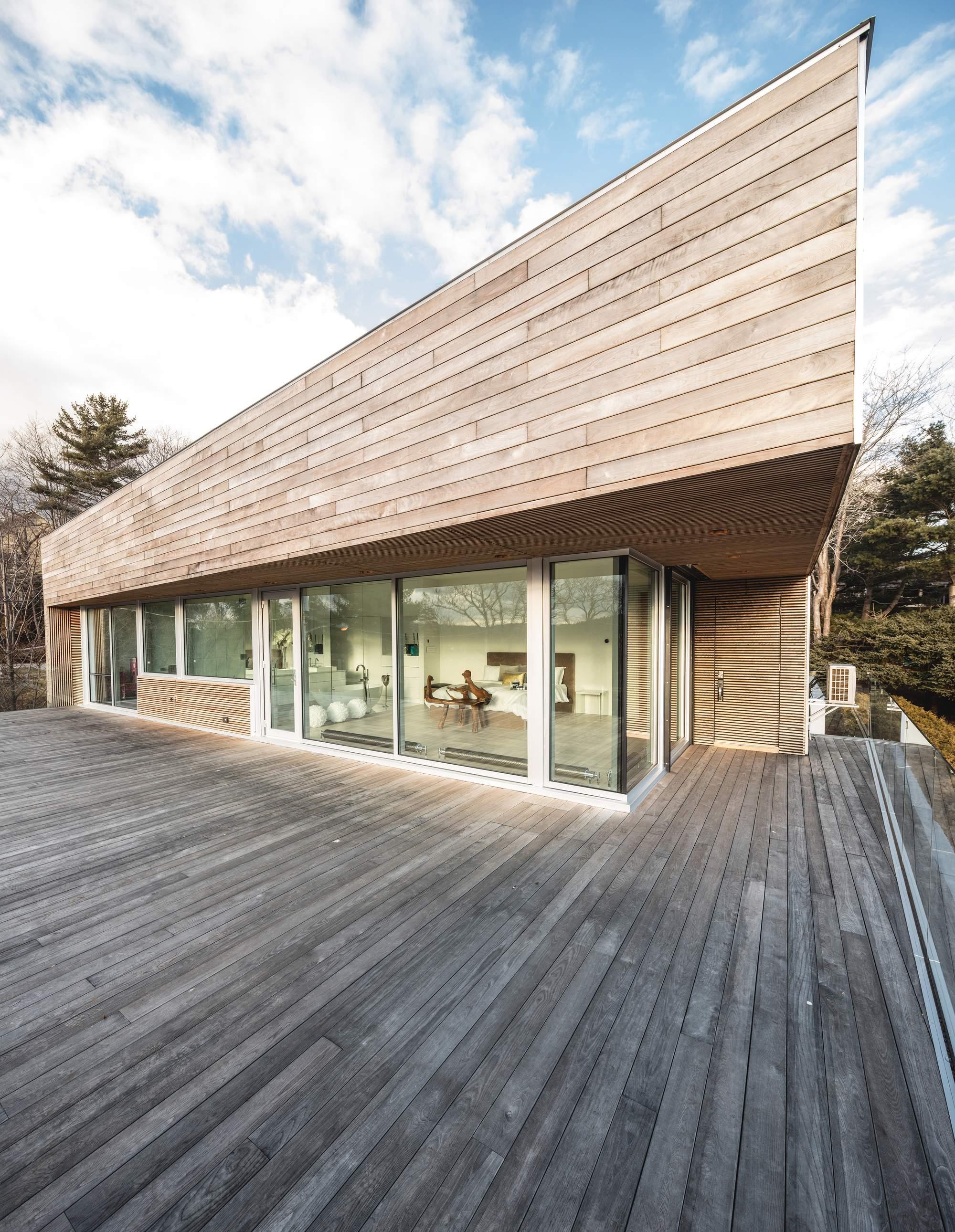 Красивый дом с видом на гавань в Канаде