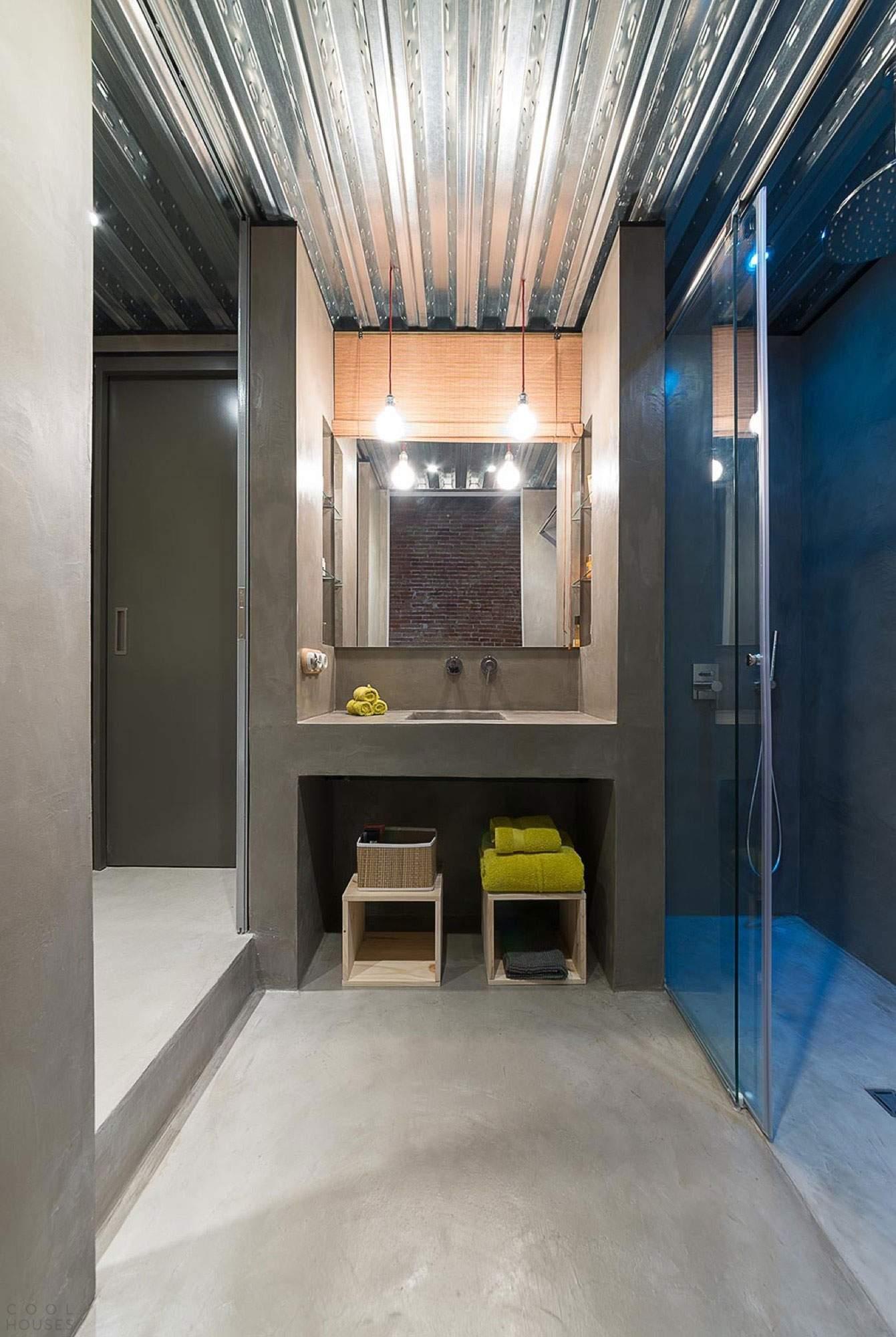 Современный лофт в помещении старого столярного цеха в Испании
