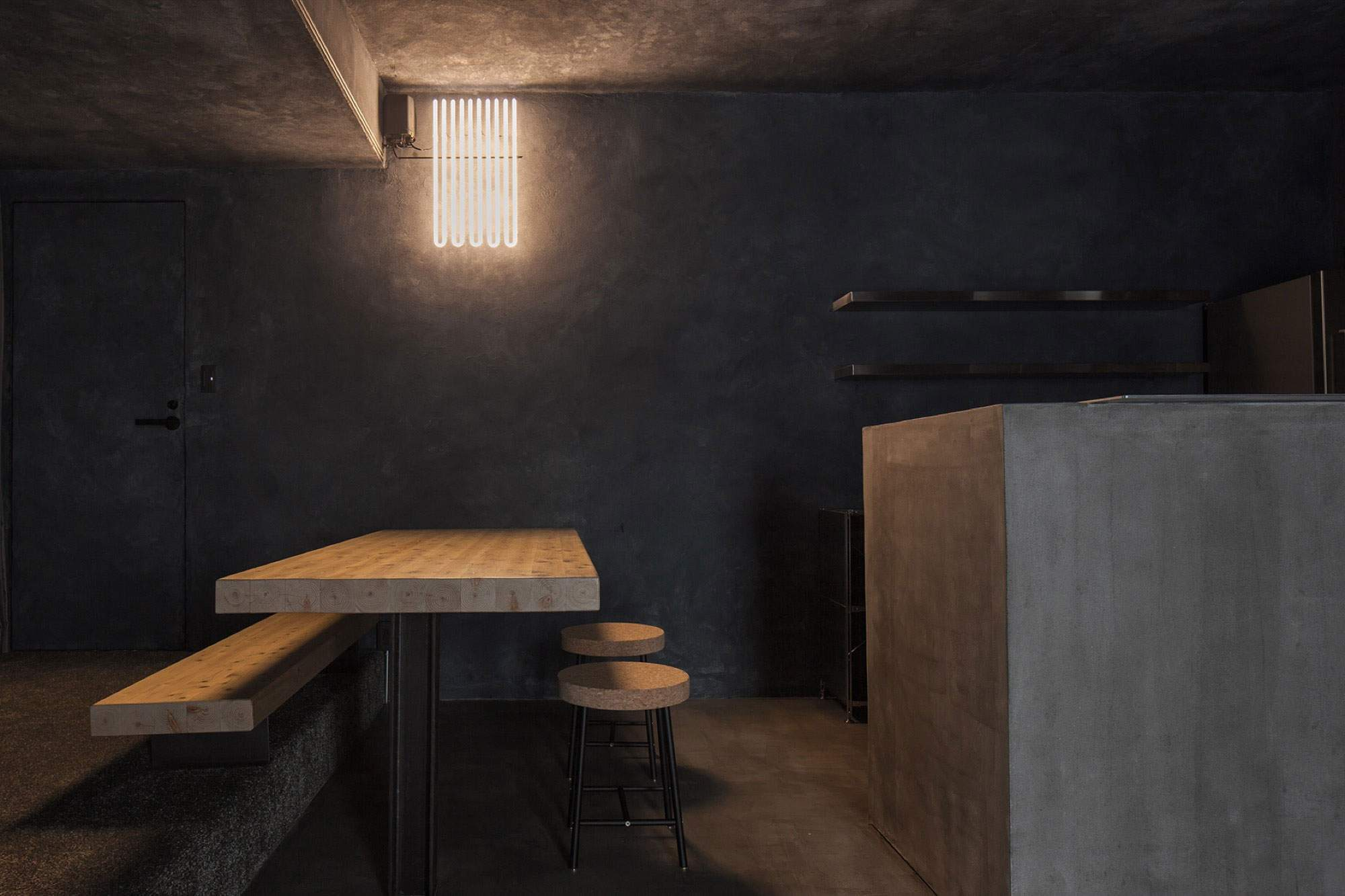 Стильная темно-серая квартира в Японии