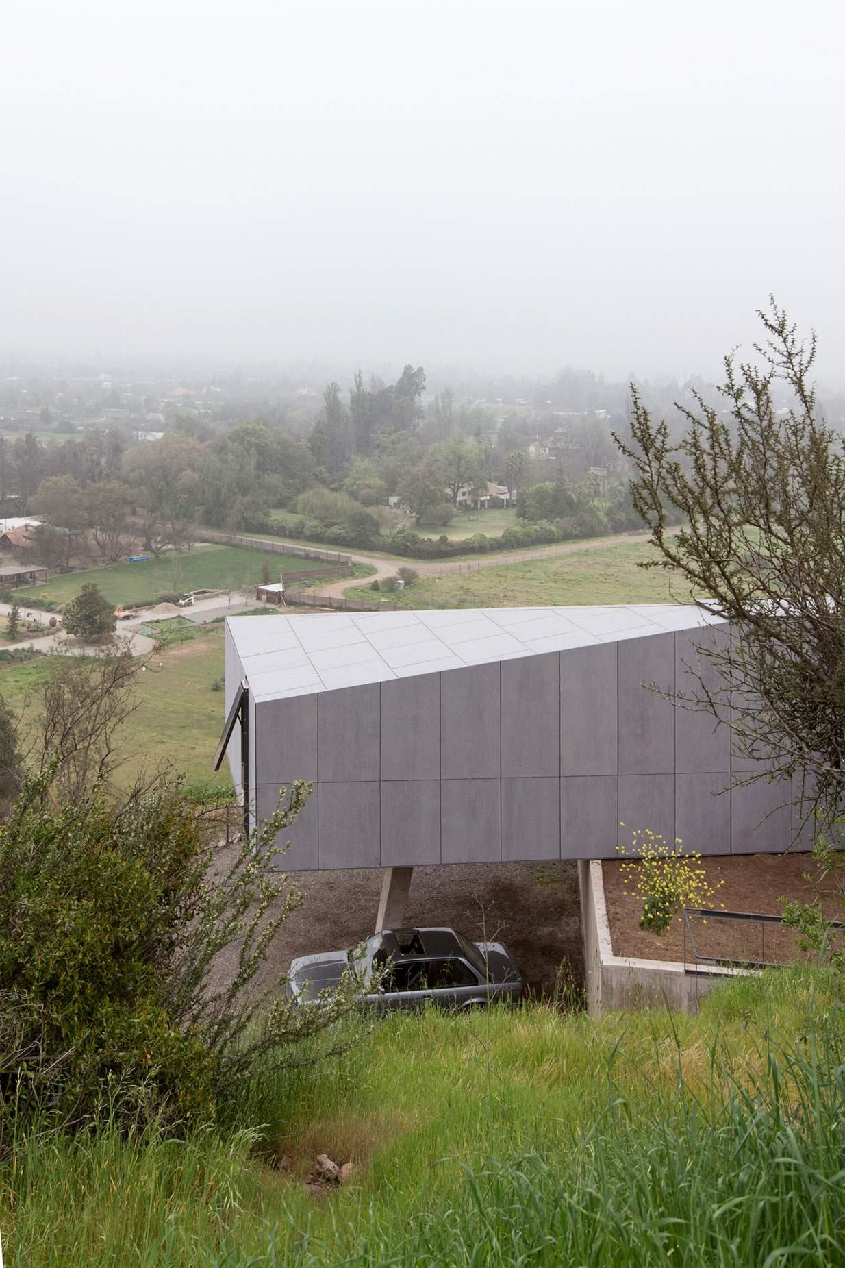 Уютный семейный дом на зеленых холмах в Чили